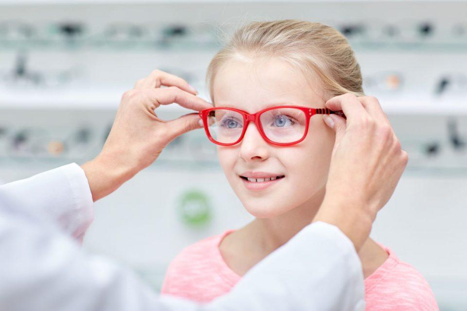 što kada dijete ne želi nositi naočale, kako uvjeriti dijete da nosi naočale, dijete odbija naočale