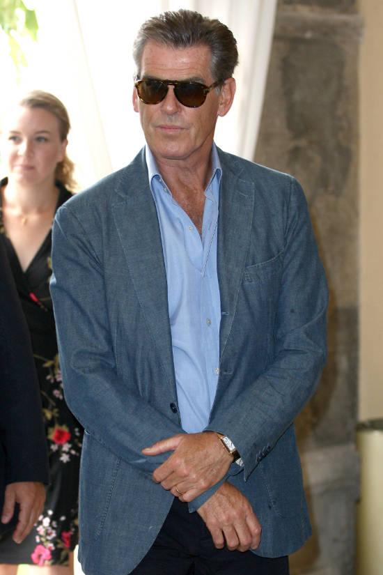 Pierce Brosnan nosi sunčane naočale Persol