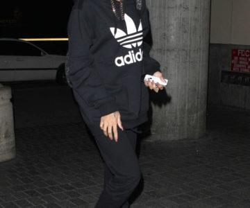 Rihanna nosi dioptrijske naočale Prada VPR 09P 1AB-101