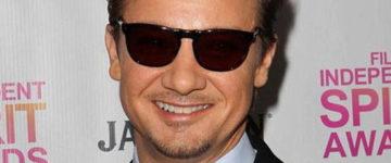 Jeremy Renner nosi sunčane naočale Persol PO3018S – 2433