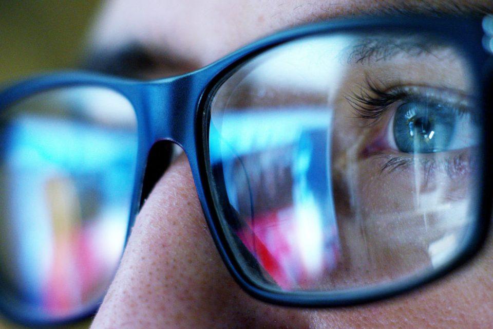 plavo svjetlo oči, plavo svjetlo ekrana i vid