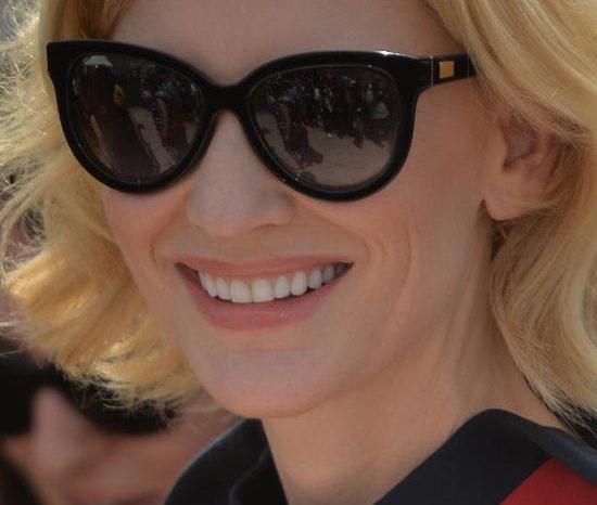 Cate Blanchett nosi sunčane naočale Giorgio Armani AR 8025K