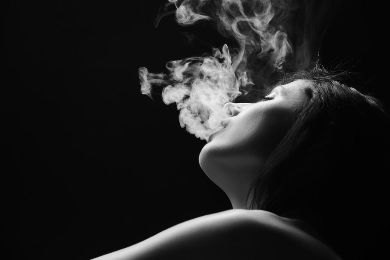 dim cigareta peckanje oka