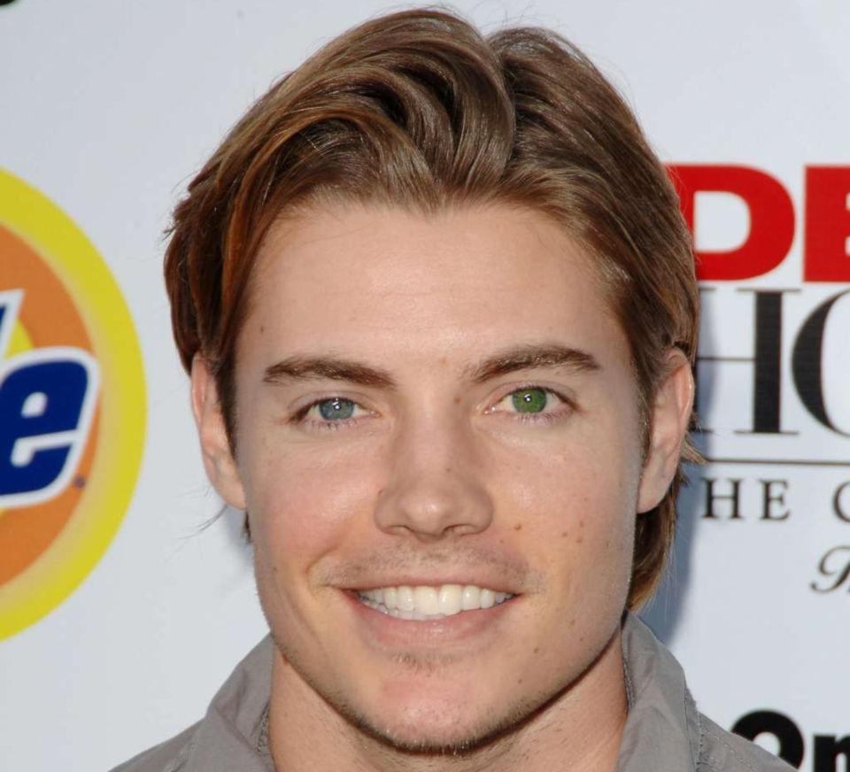 Josh Henderson različita boja očiju