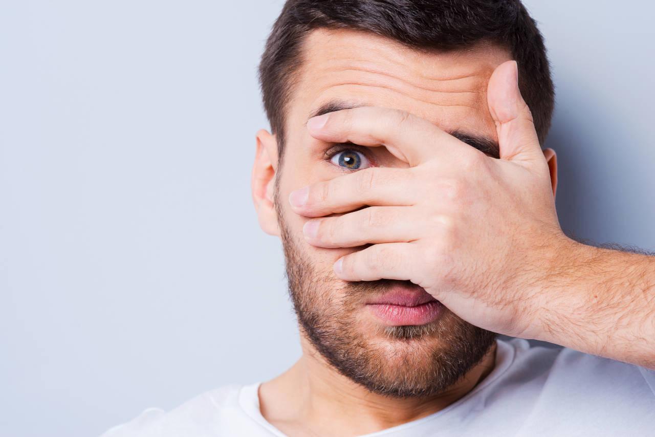 iscjedak iz oka, bijela sluz u oku