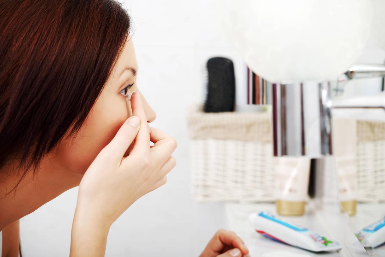 Sluz u oku kontaktne leće