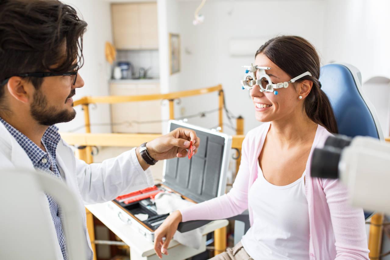 Stenopeičke leće kod očnog pregleda i rupičaste naočale