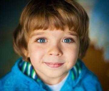 Pretjerano treptanje kod djece – uzroci, dijagnoza i liječenje