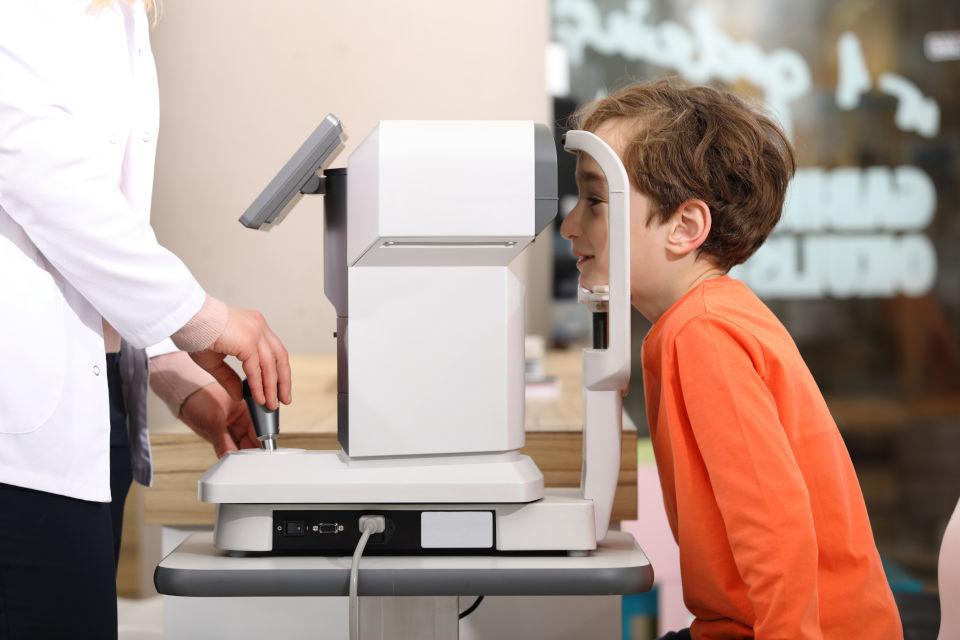 Određivanje dioptrije na siroke zjenice djeca